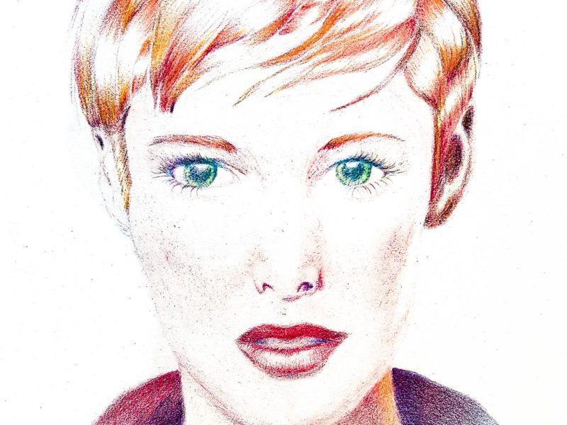 Portrait de femme aux crayons de couleurs par Laurie Sénacq